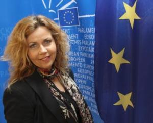 Cecilia-WIkström-foto-Folkpartiet_diktaturens_ansikte