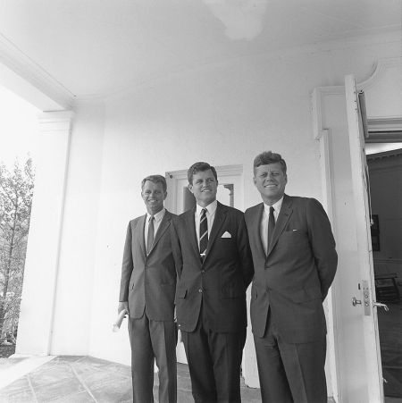 800px-arc194238-jfk-robert-edward
